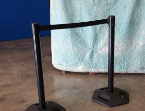 Stanchion, retractable