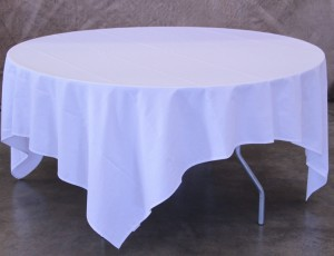 Table, 5ft round with cloth