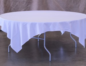 Table, 6ft round with cloth
